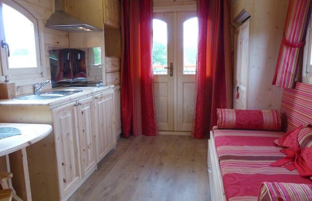 la roulotte de bourgogne la roulotte de bourgogne. Black Bedroom Furniture Sets. Home Design Ideas